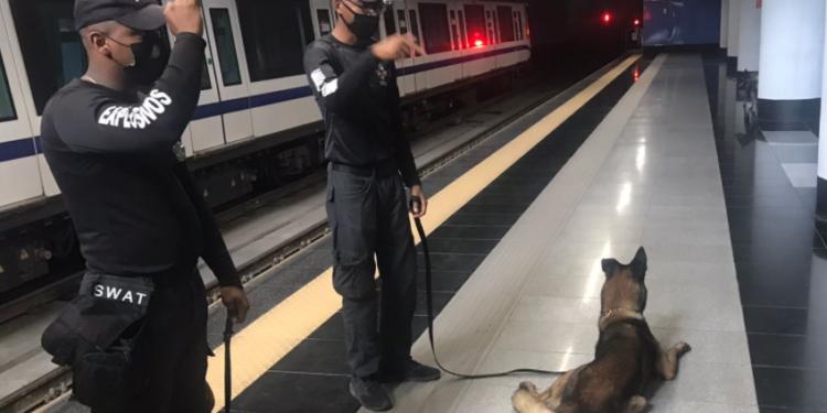 Equipo SWAT busca posibles explosivos en Metro de Santo Domingo