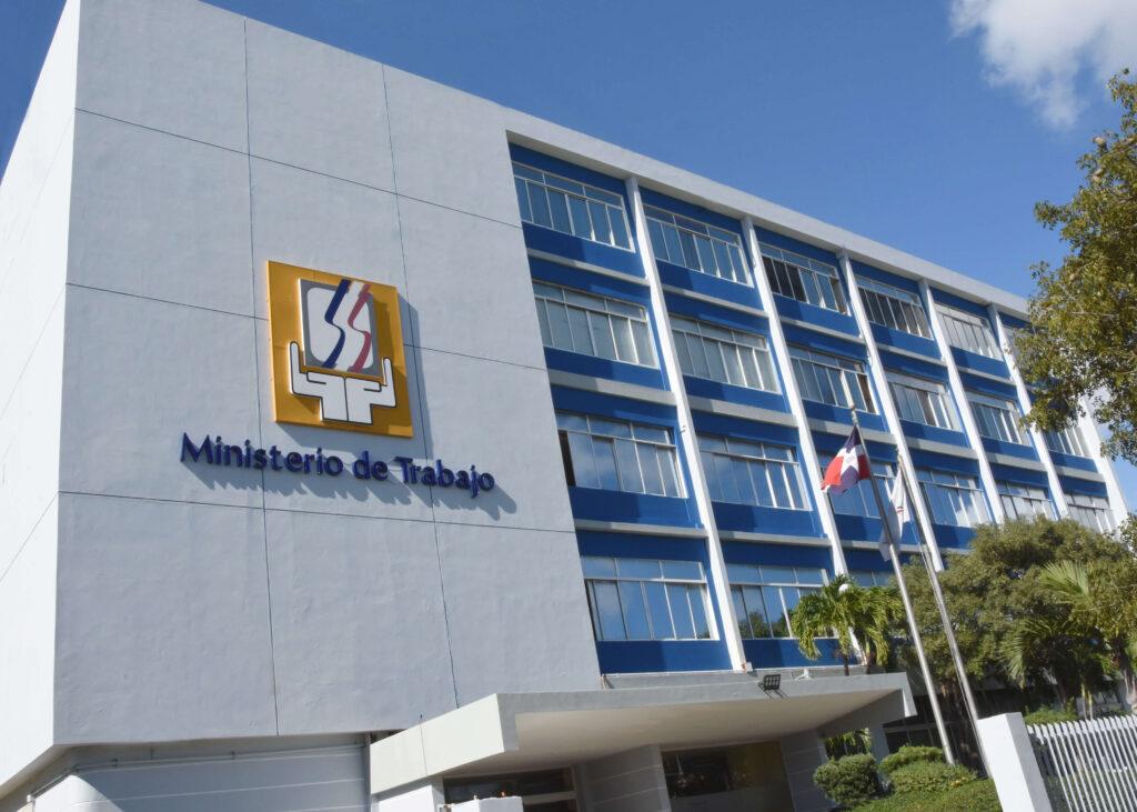 Ministerio de Trabajo exhorta a empresas garantizar salud de trabajadores